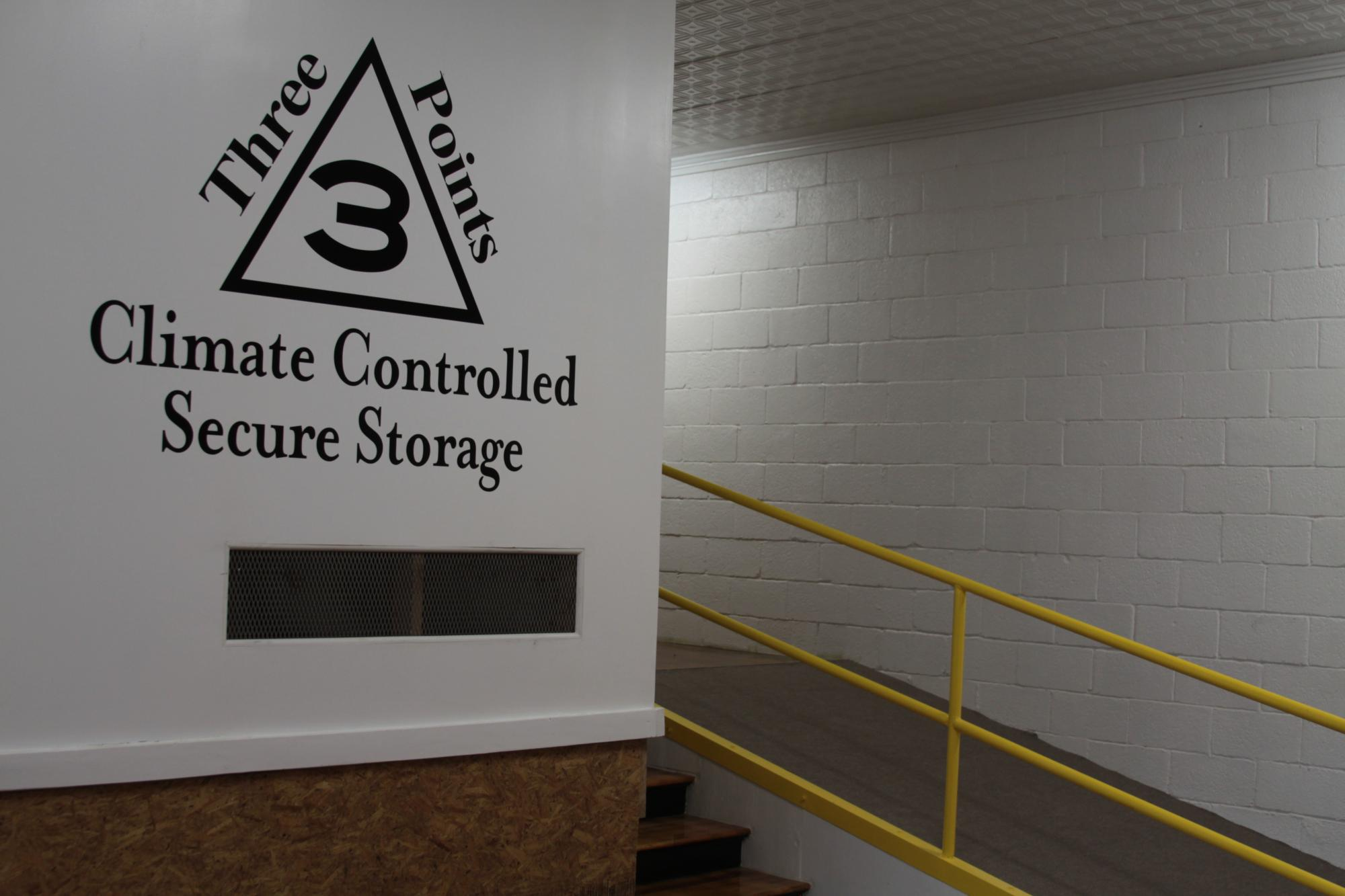 Whether it is for compliance reasons or for more efficient use of your office space Three Points Storage can move and store your information in inidual ... & Storage units in LaGrange GA